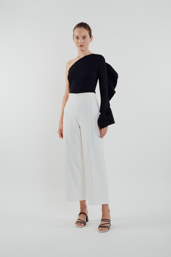 Frilled Sleeve Toga in Black