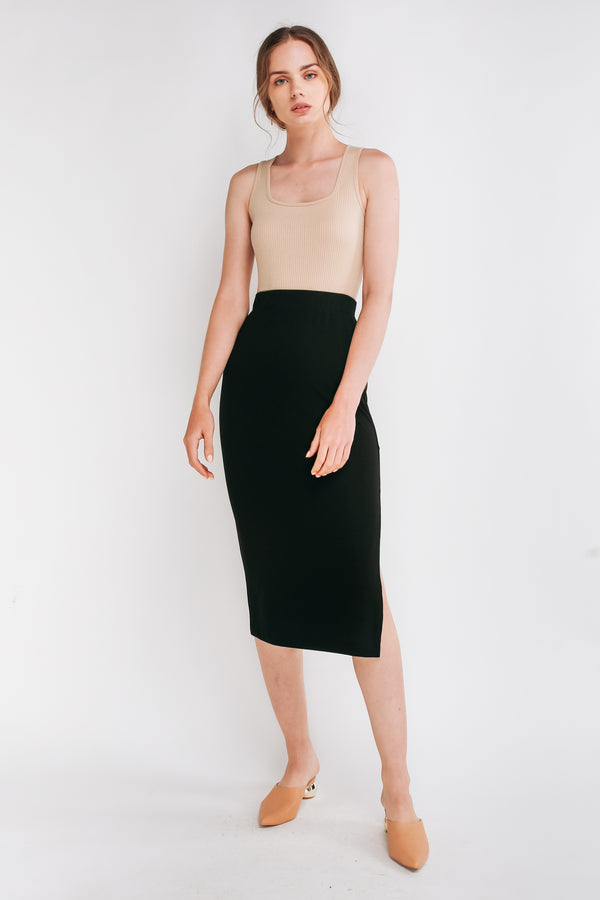 Ribbed Knit Straight Skirt In Black