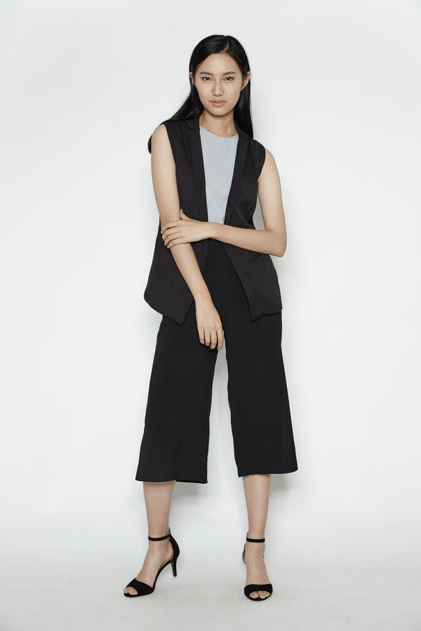 Minimal Tailored Vest In Black
