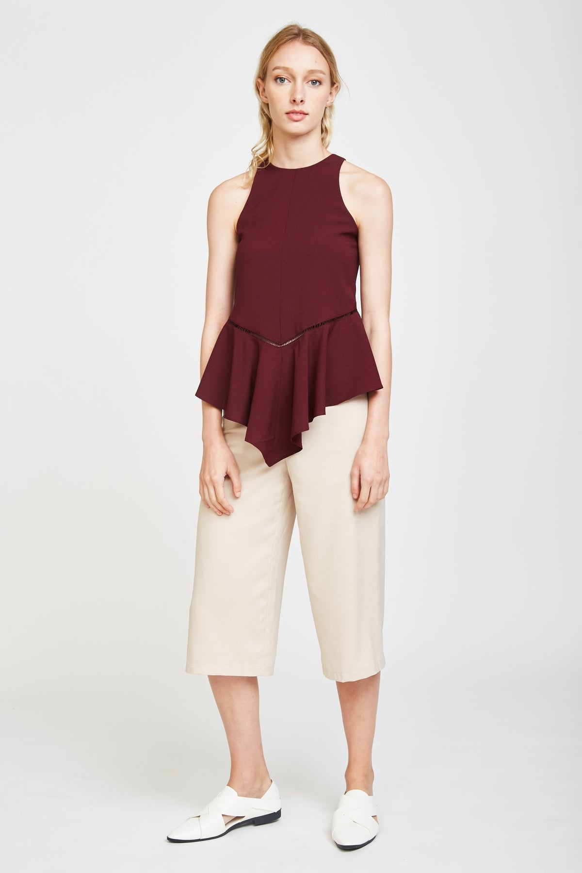Eyelet Wave Top In Burgundy