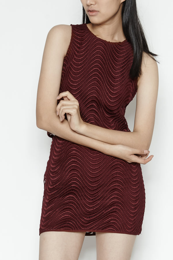 Wave Sleeveless Top In Burgundy
