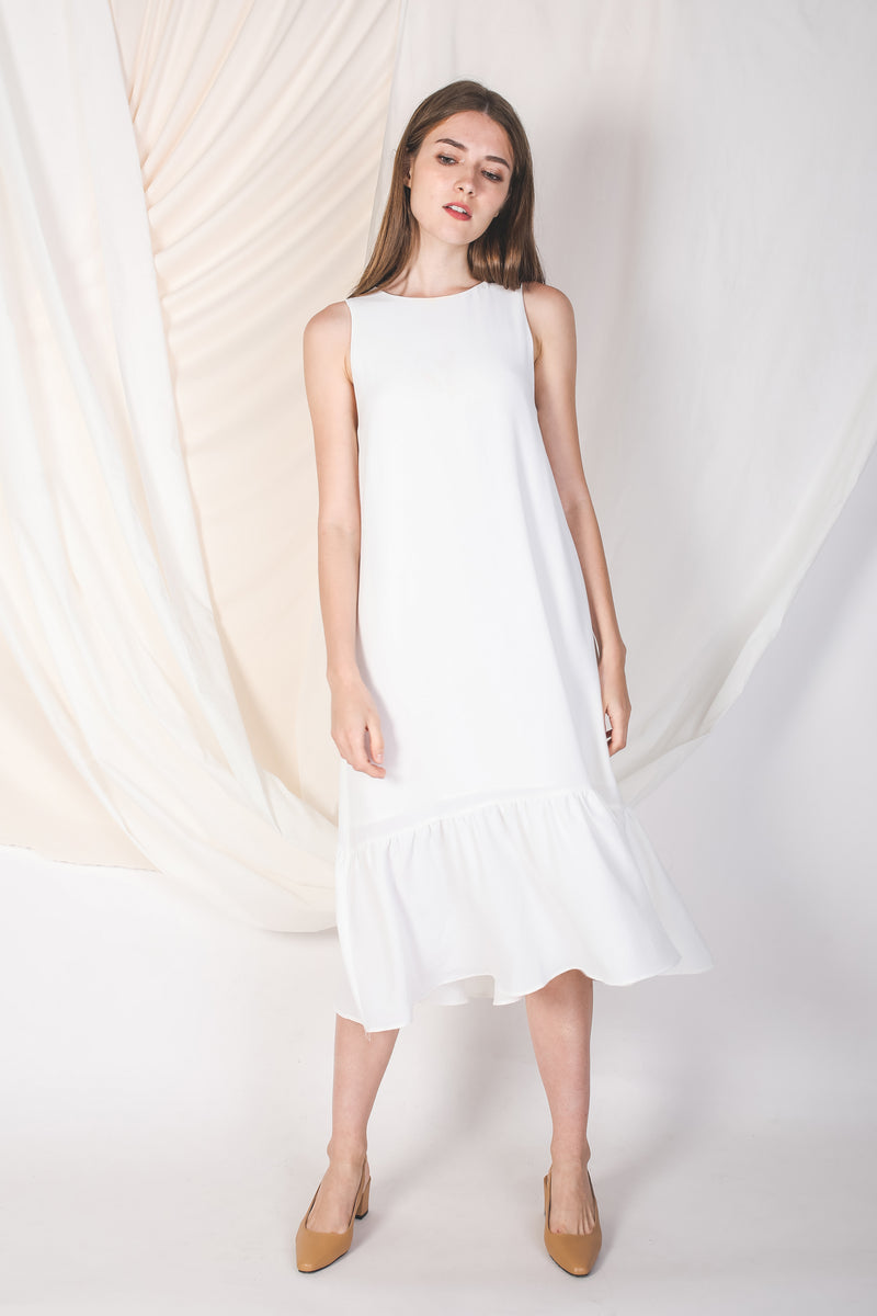 Ruffle Hem A-Line Dress In White (Petite)