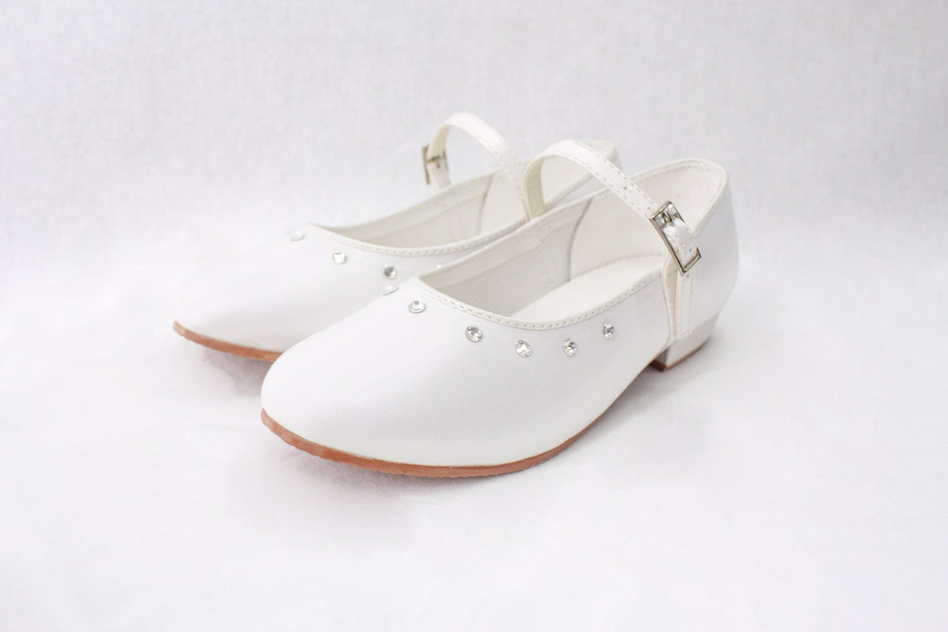 Girls flat satin shoes in white infant 11/12/13 Junior 1/2/3 £25