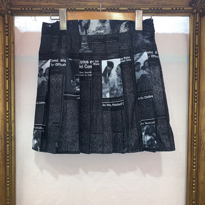 Newspaper Pleats Mini Skirt (Black)