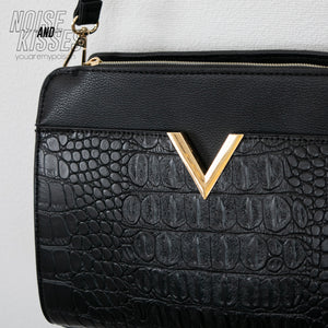 V Point Shoulder Bag (Crocodile Black)