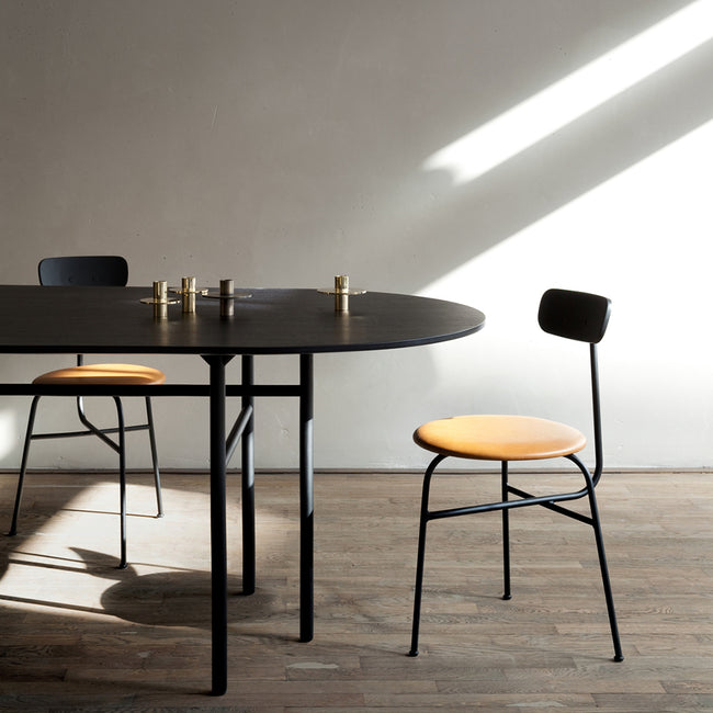 Snaregade Family: Oval Dining Table