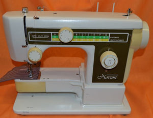 JANOME NOVUM 2000 Vintage Free Arm Sewing Machine.(Pre-owned)