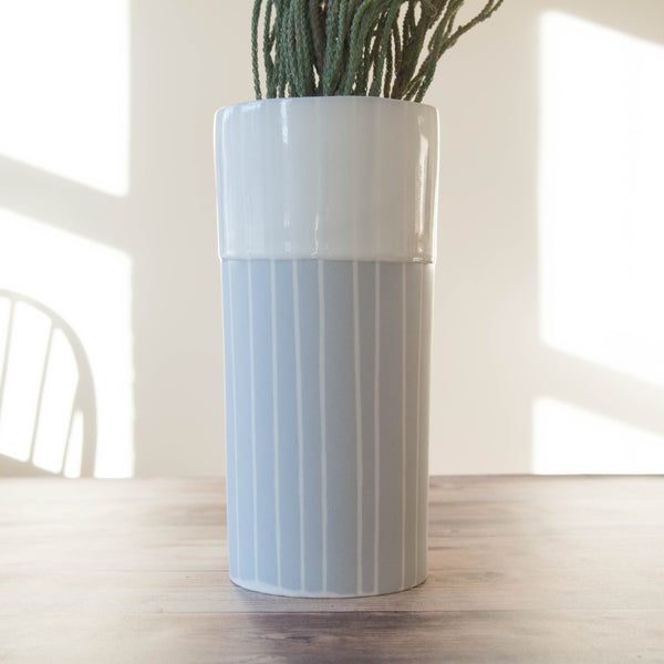 Porcelain  vase (dove grey with white contour)