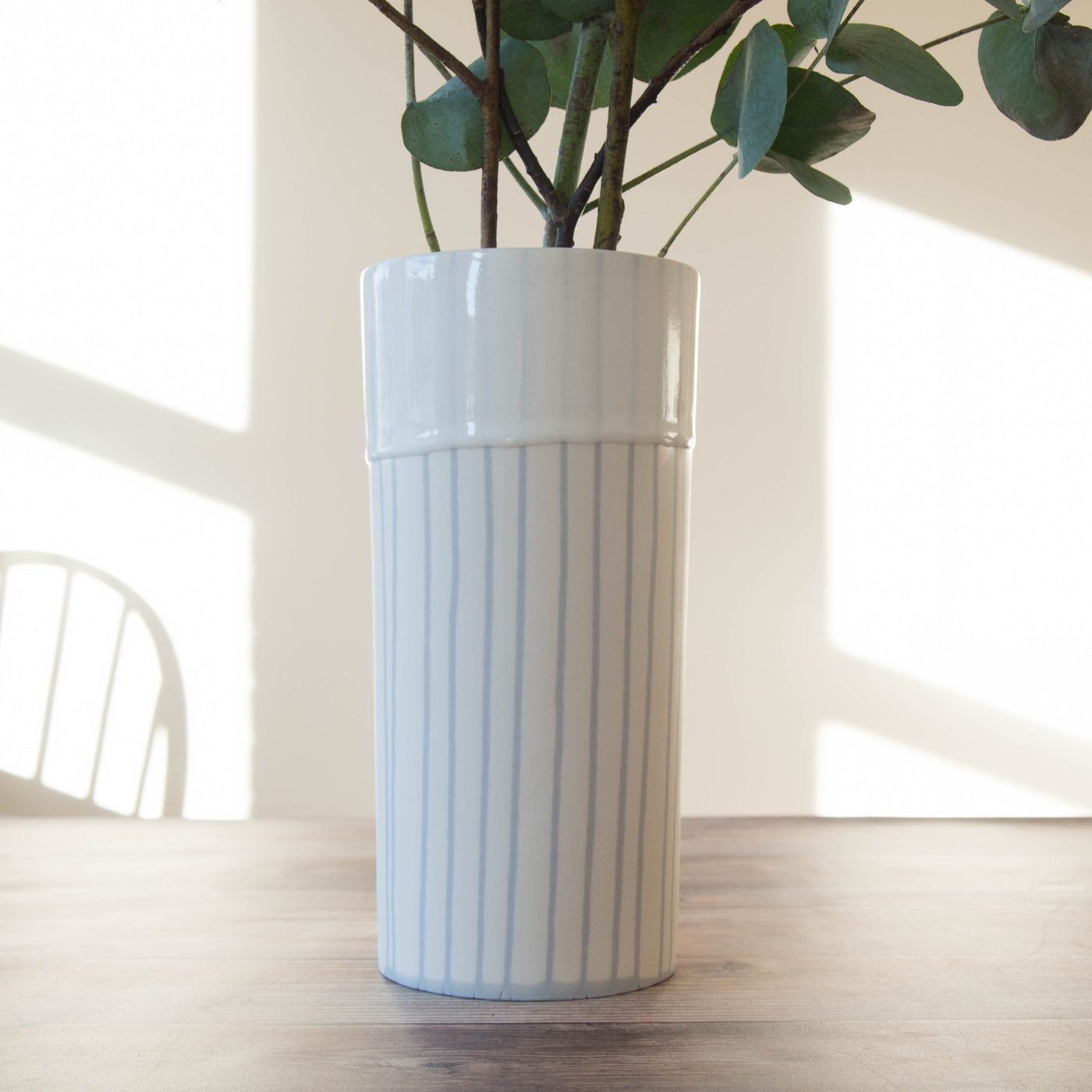 Porcelain vase (white with dove grey contour)
