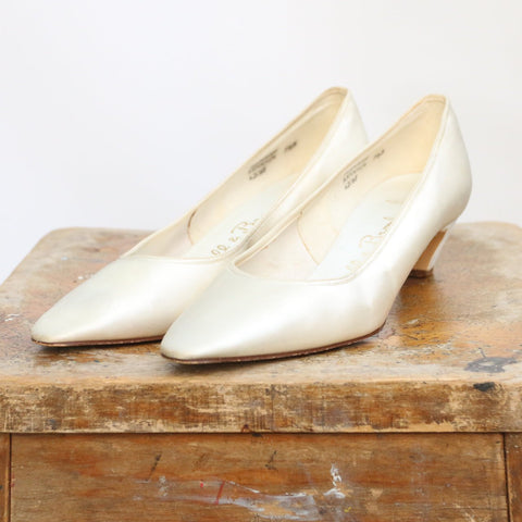 Vintage 1960's Shoes vintage 1960's ivory wedding shoes vintage 1960's satin shoes UK 6 original 1960s Russel Bromley satin heels UK 6