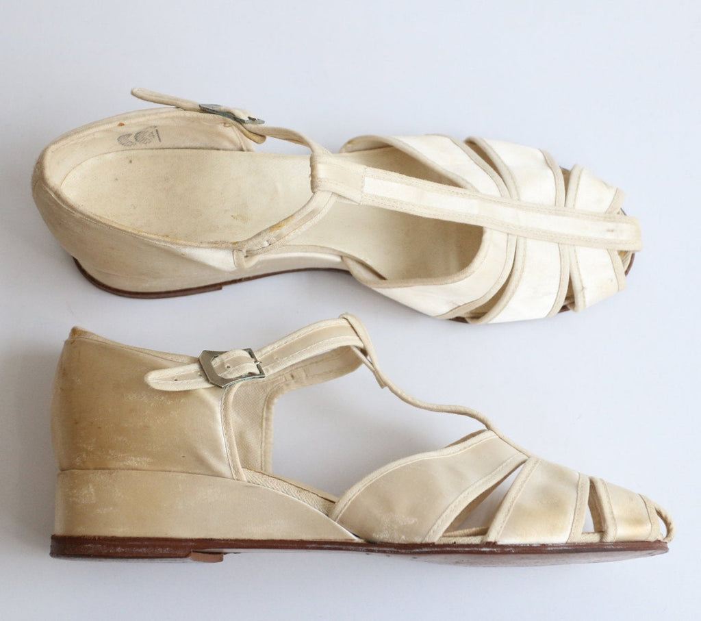 Vintage 1940's sandals vintage 1940's CC41 sandals 1940's oyster satin T bar sandals 1940's santan sandals T bar wedding shoes wedges UK 6.5