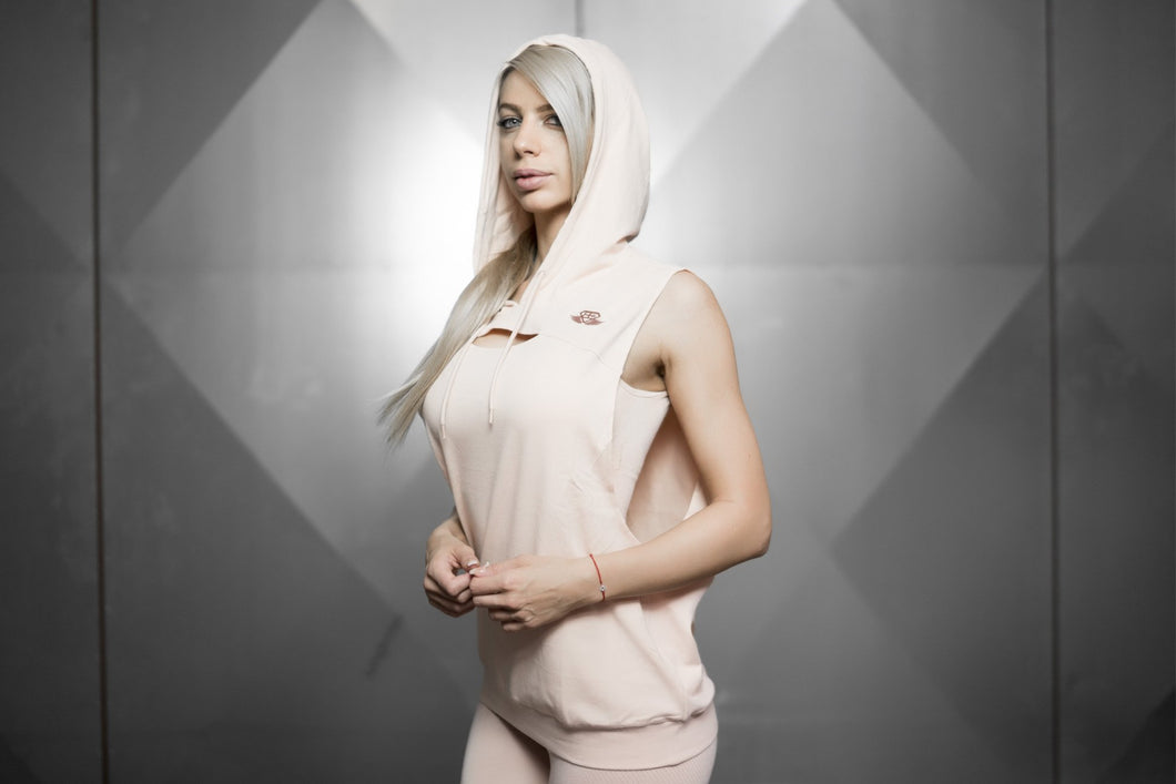 Body Engineers - Athena Prometheus Sleeveless Hoodie – Nude - Vorderseite