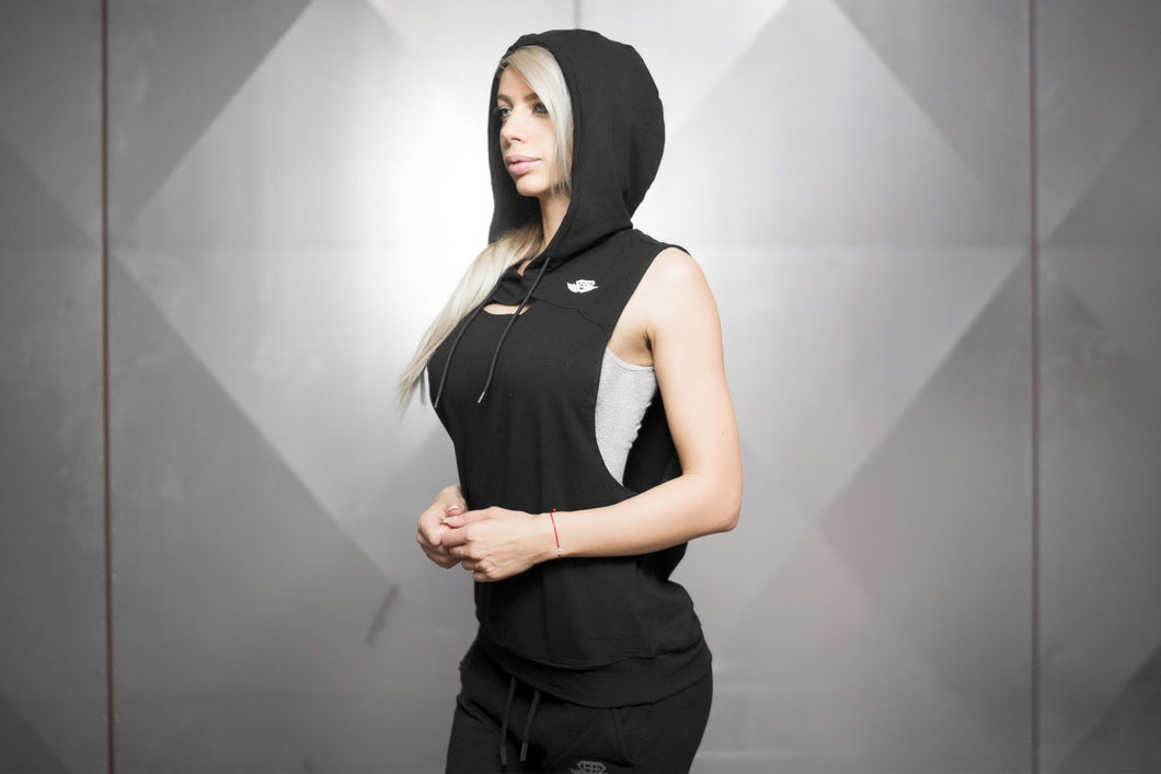 Body Engineers - Athena Prometheus Sleeveless Hoodie – Black - Seitlich