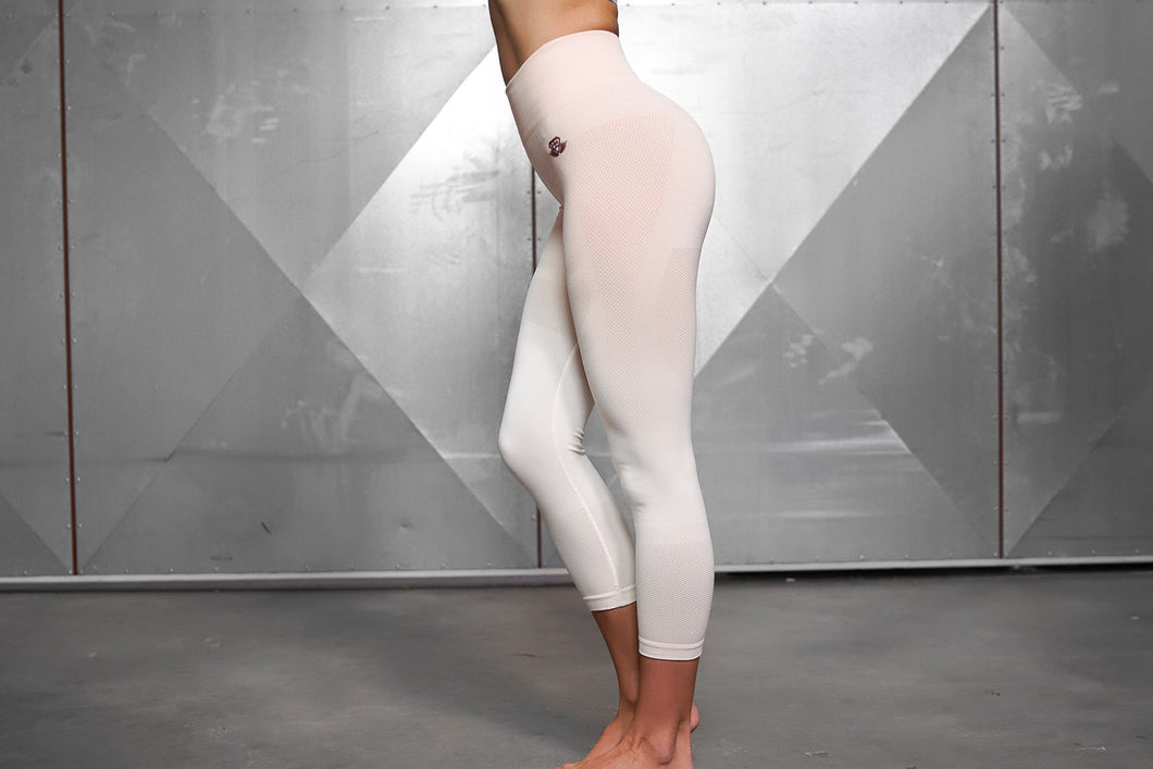 Body Engineers - Valkyrie Seamless Legging High Waist 7/8 – Nude - Seitlich