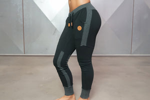 Body Engineers - Gaia Jogger 2.0 – Black - Seitlich