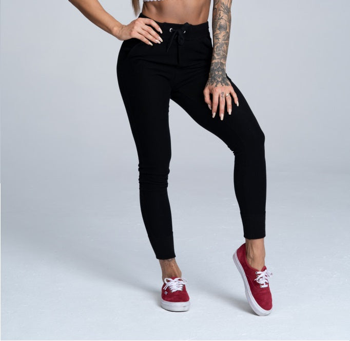 Gym Glamour - Boyfriend Sweatpants - Black - Vorderseite Detail