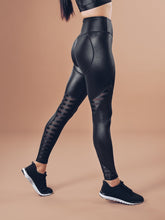 Workout Empire - Shine Leggings - Black ( Power by Herrstedt ) - Seitlich