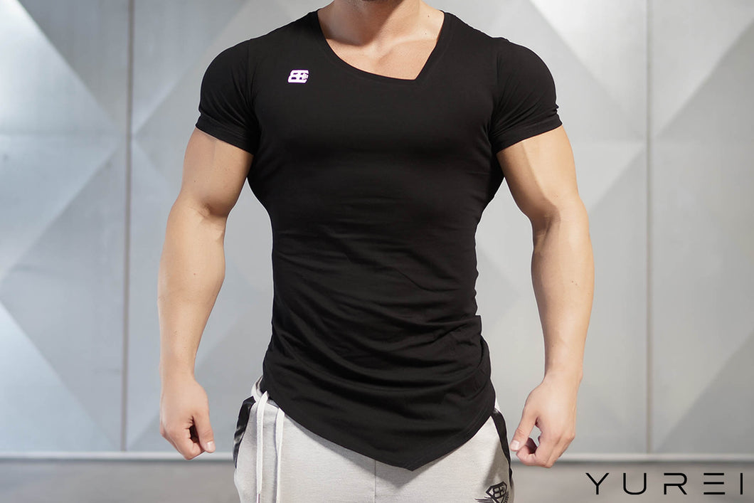 Body Engineers - YUREI Asymmetric V-Neck - Black Out - Vorderseite