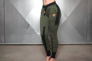 Body Engineers - Gaia Jogger 2.0 – Army Green - Vorderseite