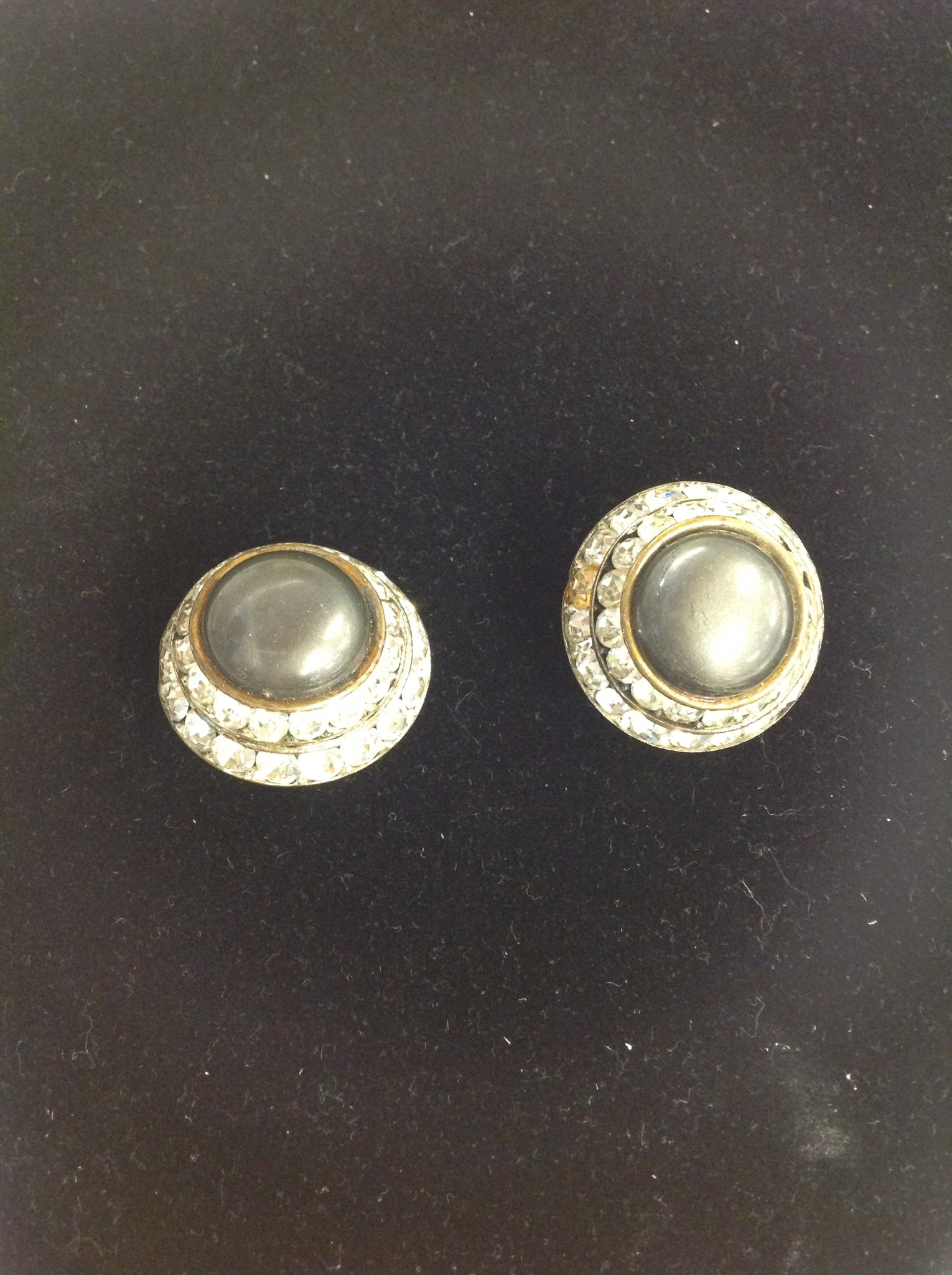 Vintage Gray Cap Faux Diamond Ringed Clip-On Earrings