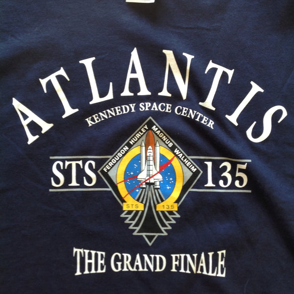 2011 Commemorative Adult 2XL Short Sleeve Cotton Dark Blue Space Shuttle Atlantis Final Mission Kennedy Space Center T-Shirt