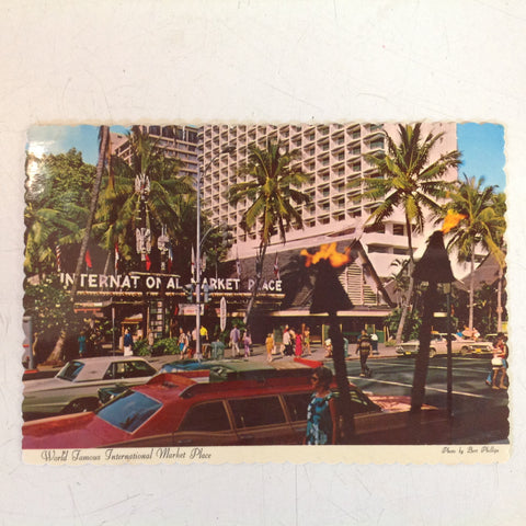 Vintage 1973 Color Postcard Kalakua Ave International Marketplace Honolulu Hawaii