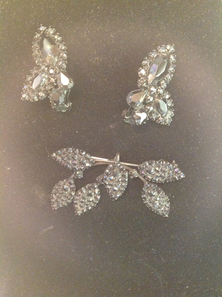 Vintage 3 Piece Set Clip On Earrings Brooch Black Metal Plastic Glitter Gear Leaves