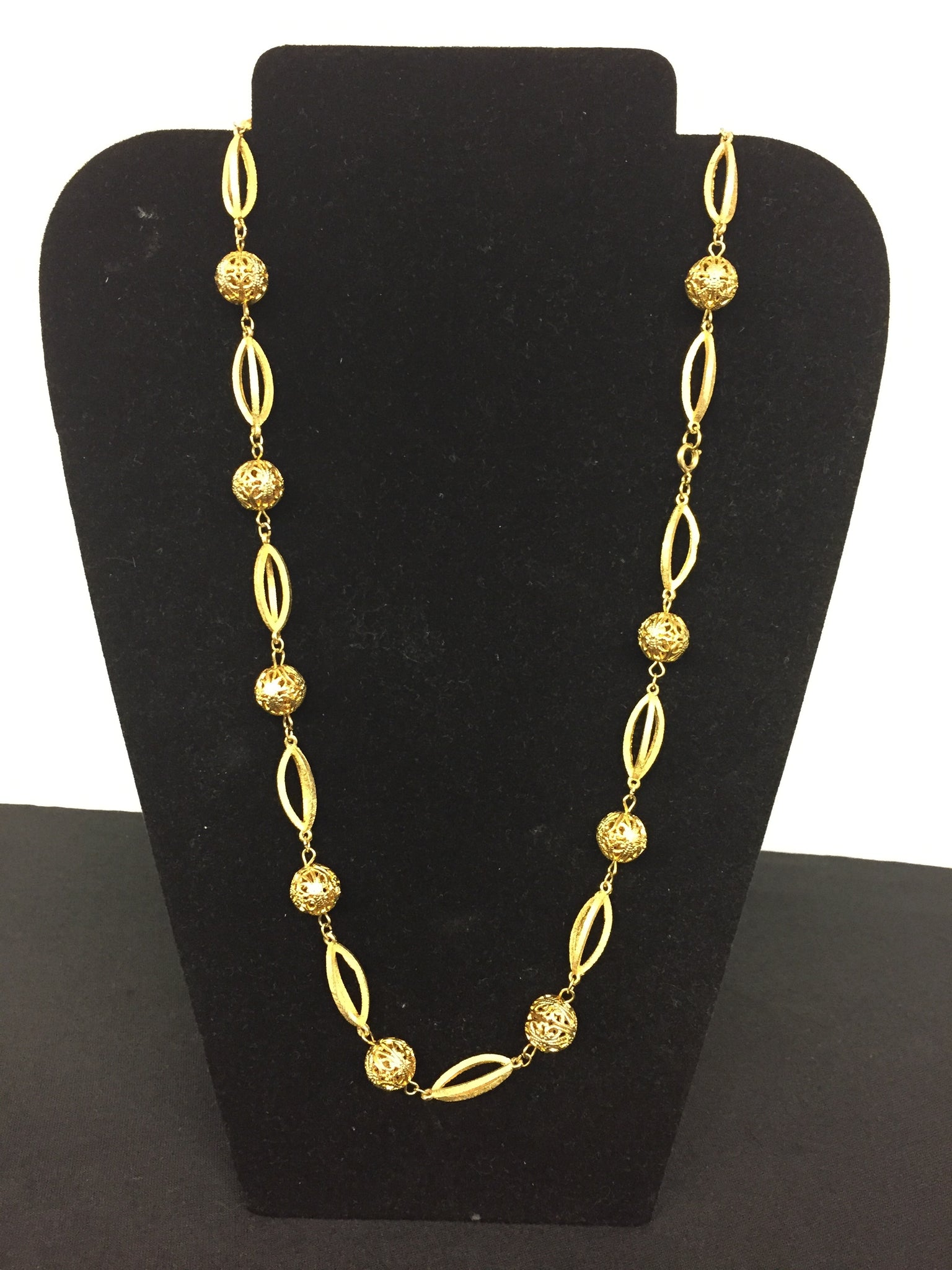 Vintage Unsigned All Goldtone Link Necklace Pierced Metal Retro Look
