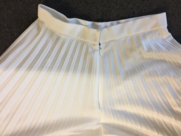 Stunning 1970's White Pleated Gaucho Pants Designed By Vincenti