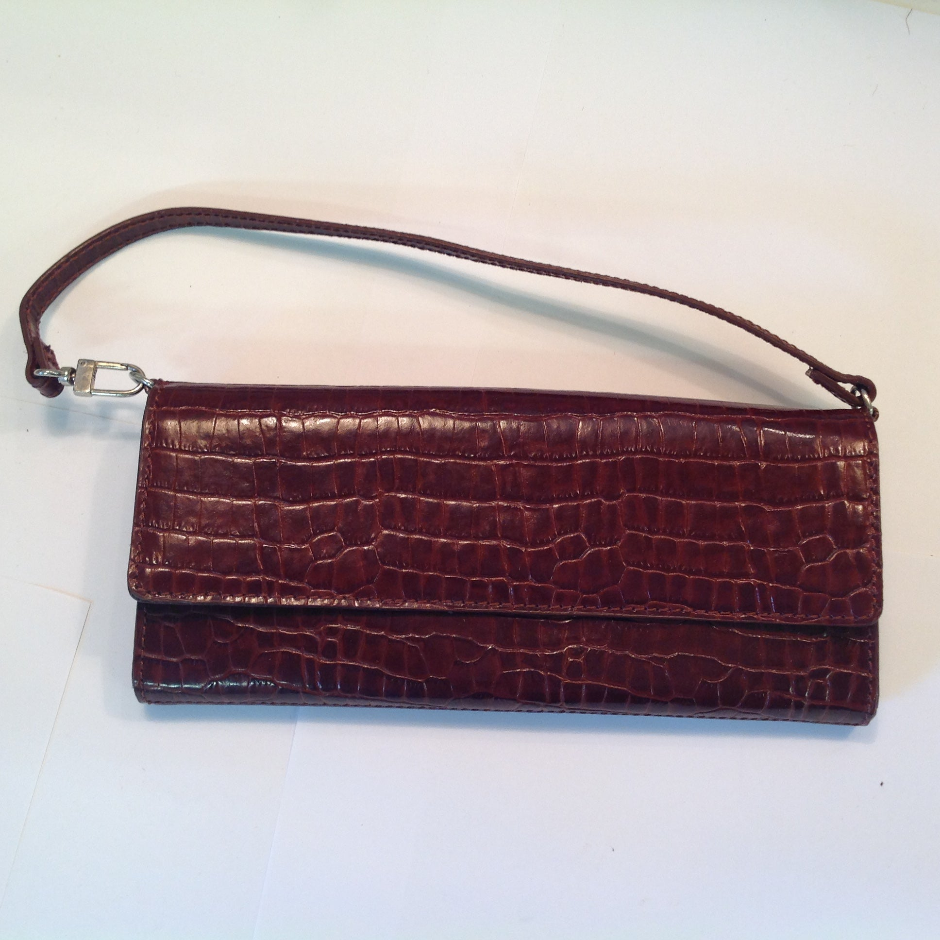 Vintage Burgundy Vinyl Faux Alligator Skin Indeed Clasp Hand Purse with Strap