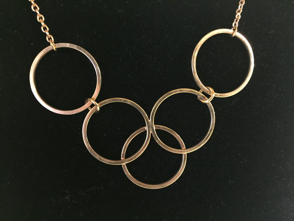 Vintage Designer Avon Goldtone Interlocking Circle Necklace Simple Yet Elegant