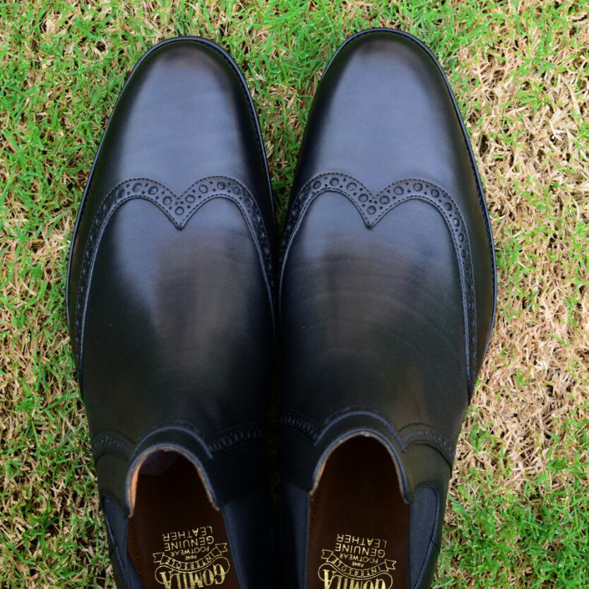 Wing tip Chelsea with brogue detail in black