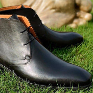 Chukka Boots in black