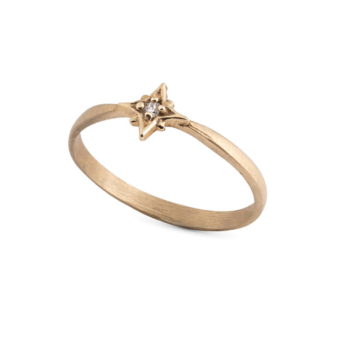 14k star ring with white diamond
