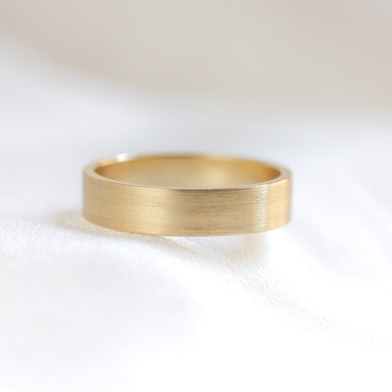 FLAT EDGE WEDDING BAND