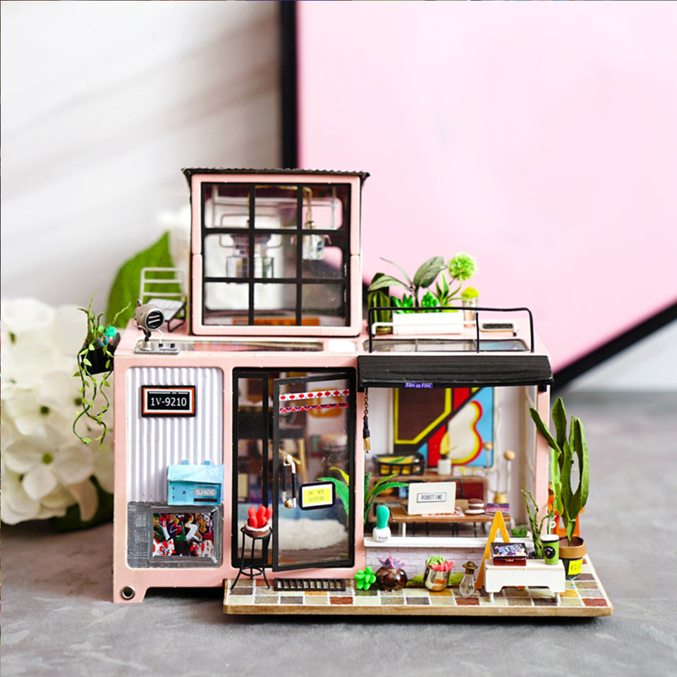 DG13 DIY 3D Wooden Puzzle Miniature House: Kevin's Studio