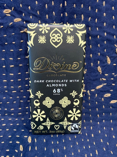 Divine Chocolate: Dark Chocolate with Almonds 68%