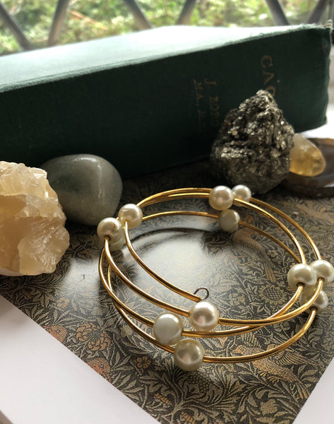 Gold and pearl Memory wire bracelet