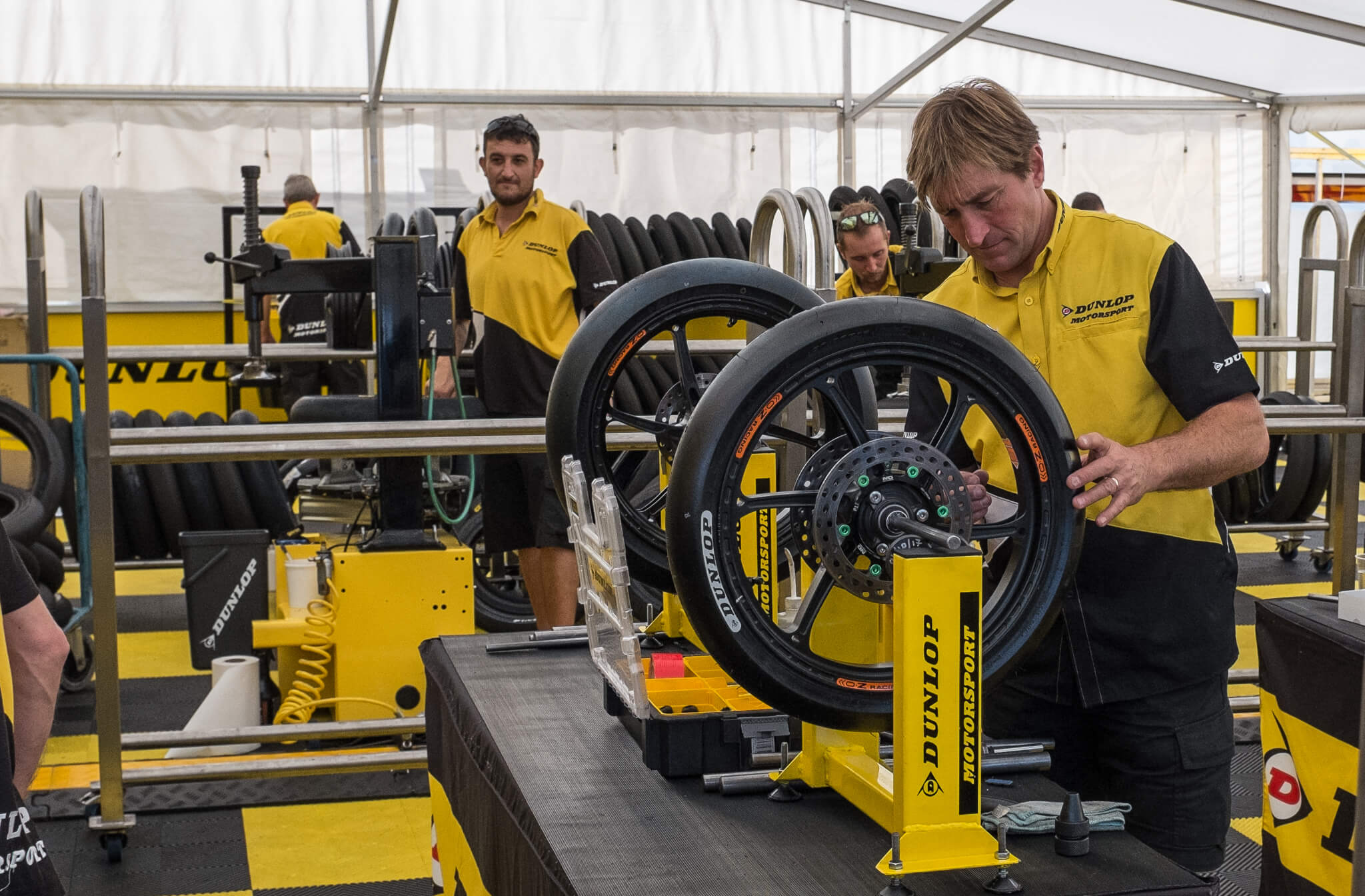 The Dunlop service center. Placing new tyres and balancing the wheels