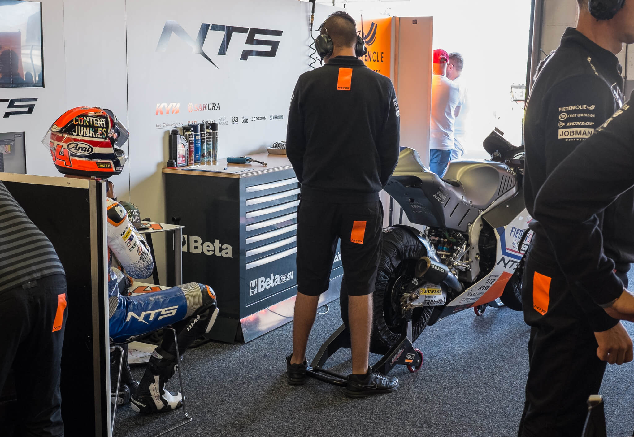 Bo Bendsneyder waiting to get on the track