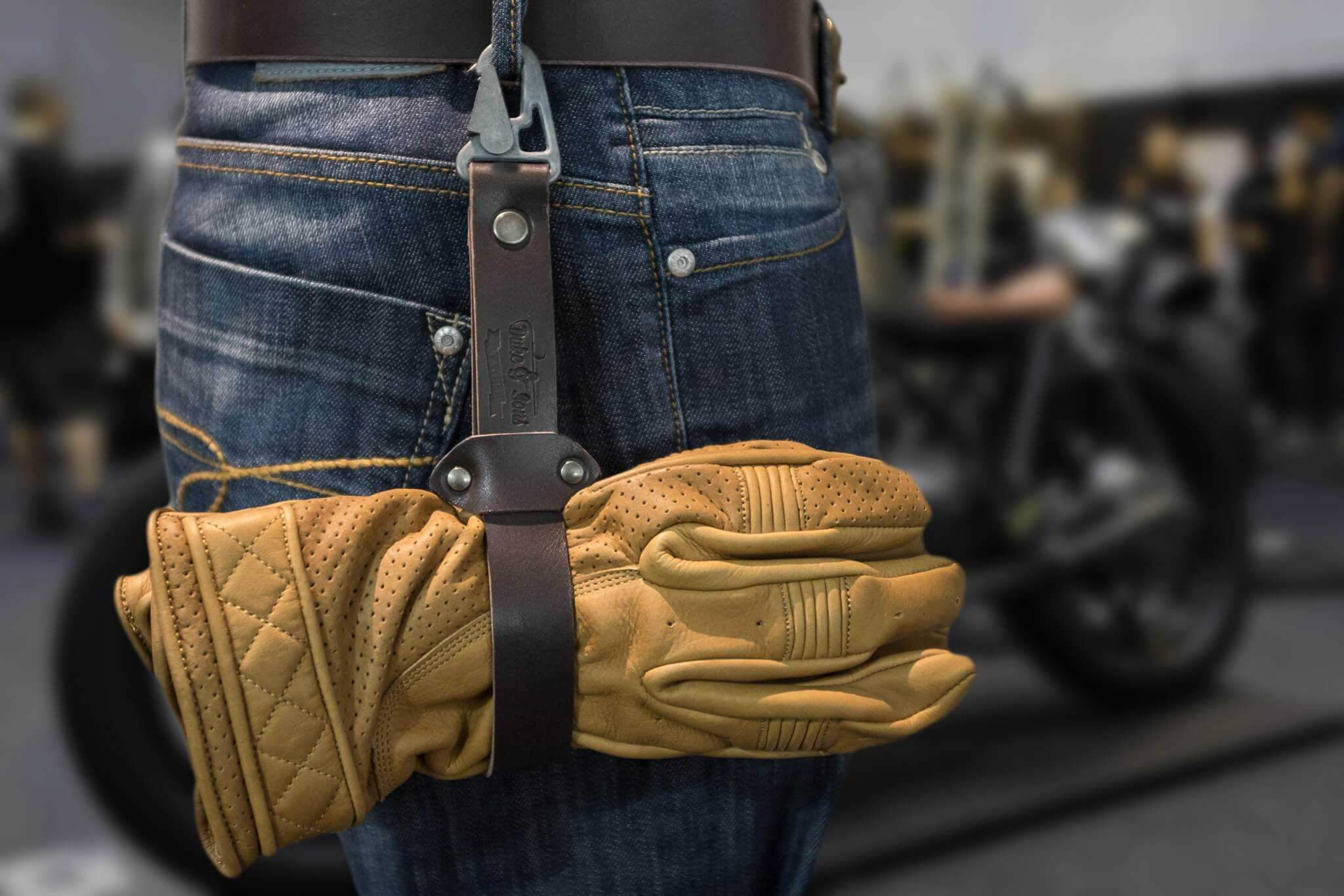 Glove strap, leather strap to keep your gloves with you