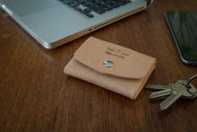 Pocket wallet, can hold cards, bills and coins (natural vegetan leather) - Duke & Sons Leather