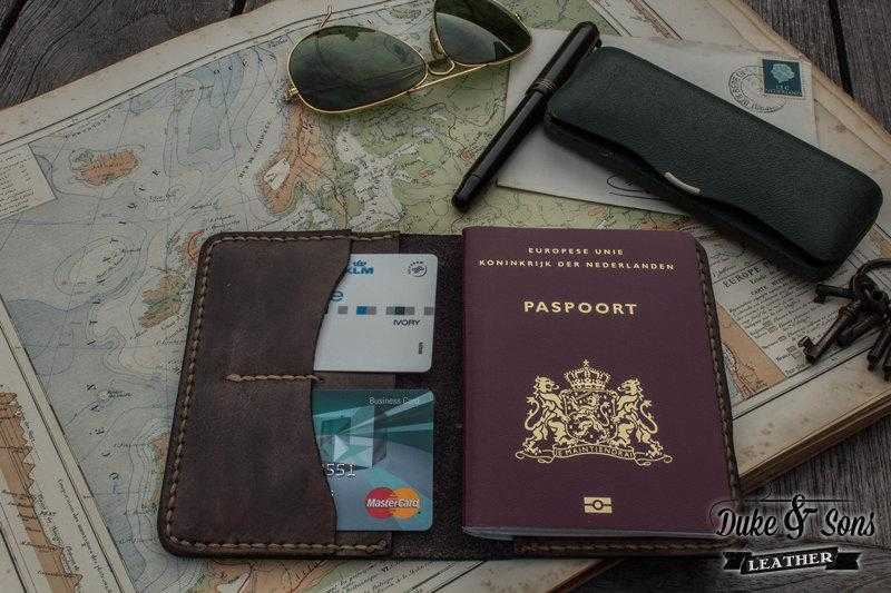 Wallet, passport with embossed compass rose. - Duke & Sons Leather