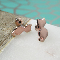 Sitting rose gold cat stud earrings