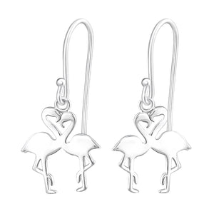 Gorgeous dropper earrings with two flamingoes in the shape of a heart.