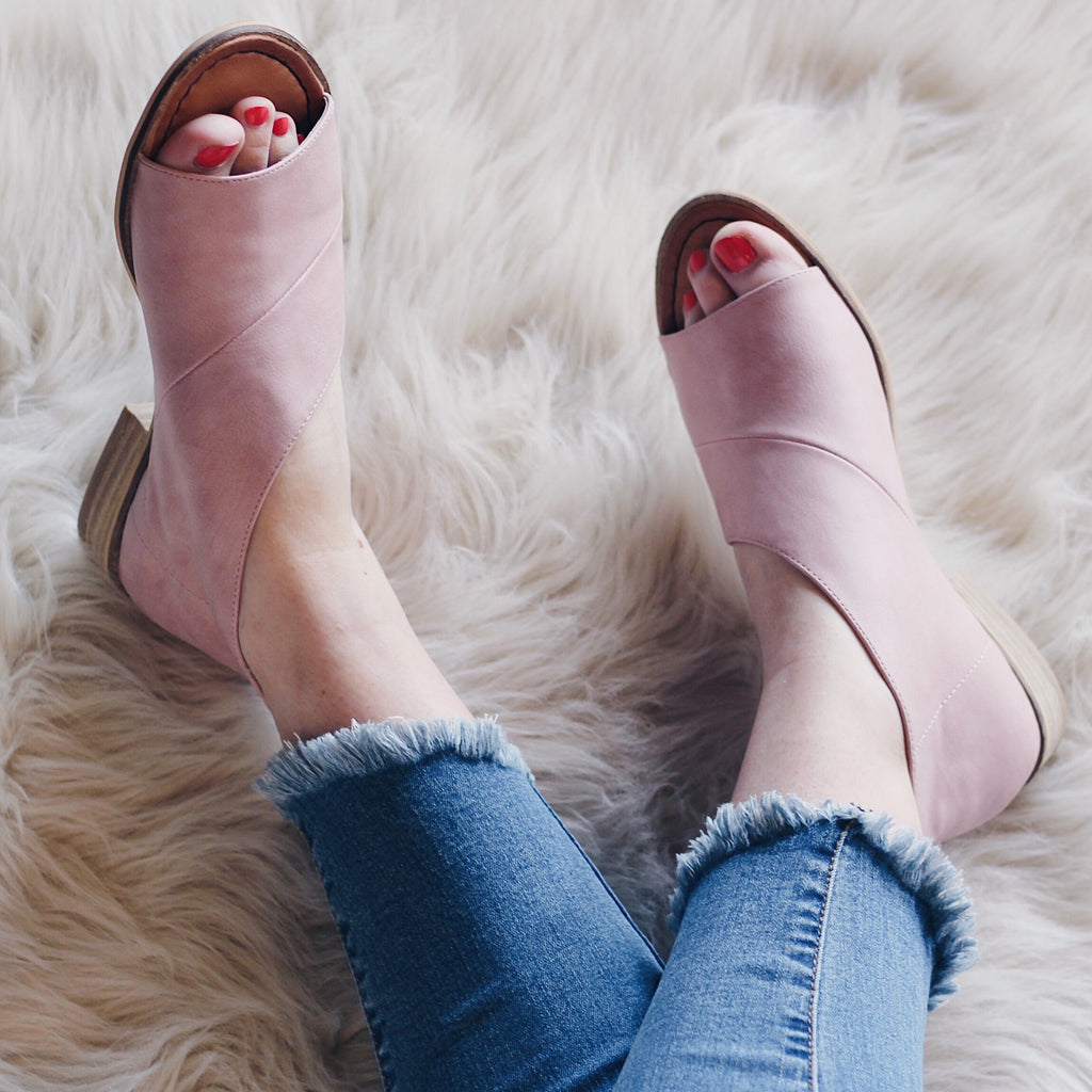 Open-Toe Leather Flat