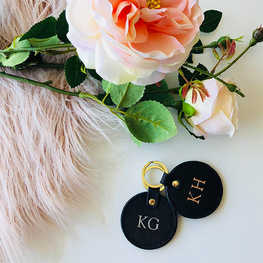 The Low-Key Round Keyring in Black
