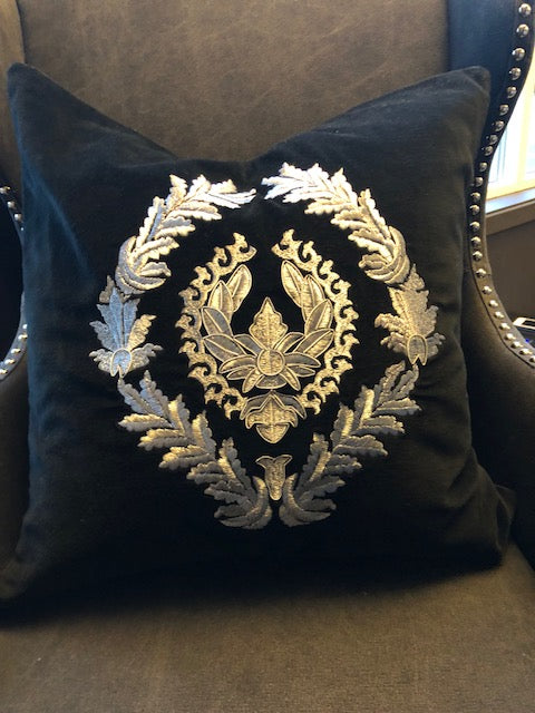 Cushion Bones Black/Silver