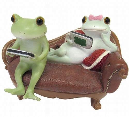 Copeau Display | 71743 | Frog Couple on Sofa (638835097634)