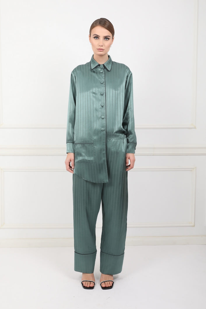 Silky pijama- style shirt and trousers